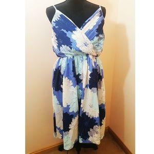 NWT Banana Republic Crossover Vee Dress. Size 14